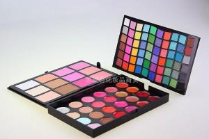 Комбинированная палетка для макияжа: тени, блески румяна, консиллеры